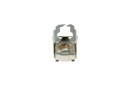 Front mounted cage nut (tip-clip)